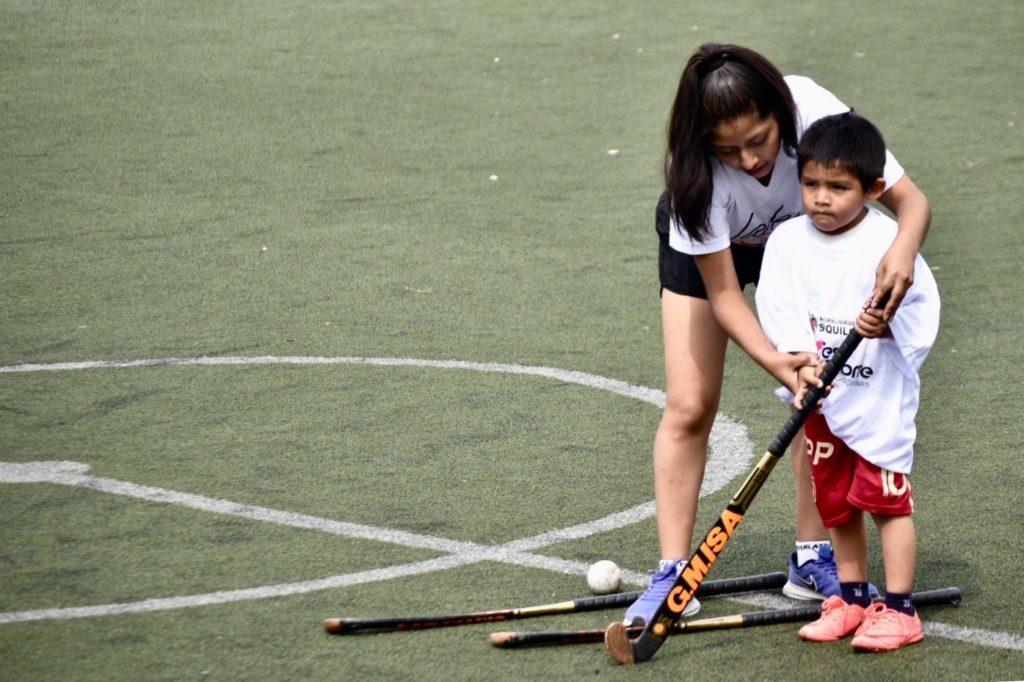 Festideporte incluye clases de hockey en Surquillo